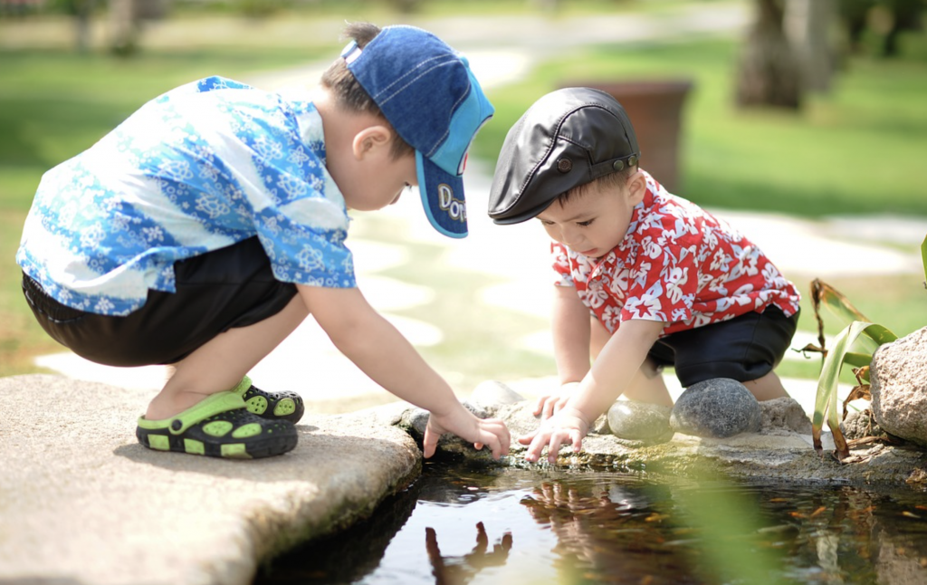 Kids thrive off free play, pretend play, and unstructured unsupervised time outside. Exposing young children to screens and electronic games does not help them thrive | Jennifer Margulis, Ph.D.