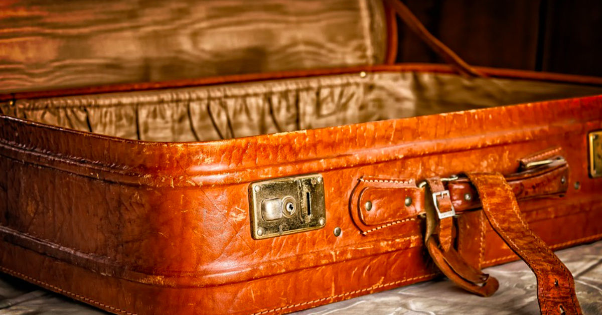 Travel wisdom 101: 7 things I know about traveling. Photo of an empty suitcase. | www.JenniferMargulis.net