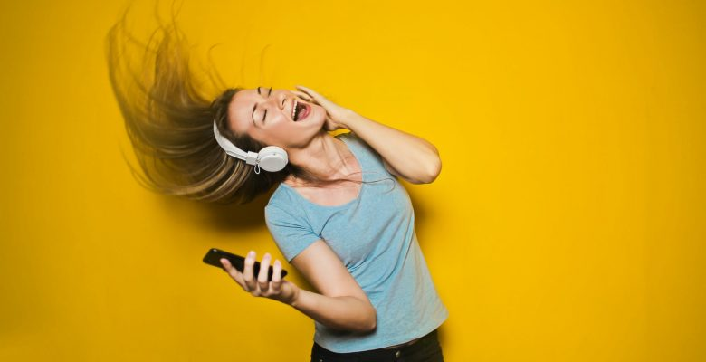 Is it time to teach your kids phone manners? | Jennifer Margulis, Ph.D.
