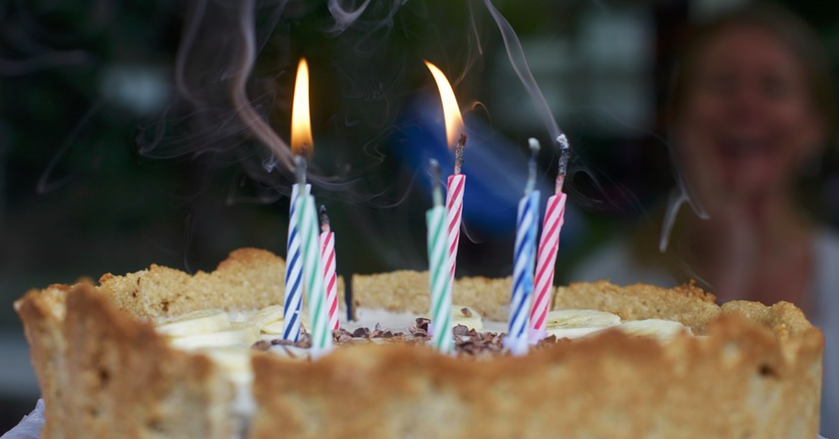 Make your family life more sustainable and save money by reusing birthday candles. Via JenniferMargulis.net