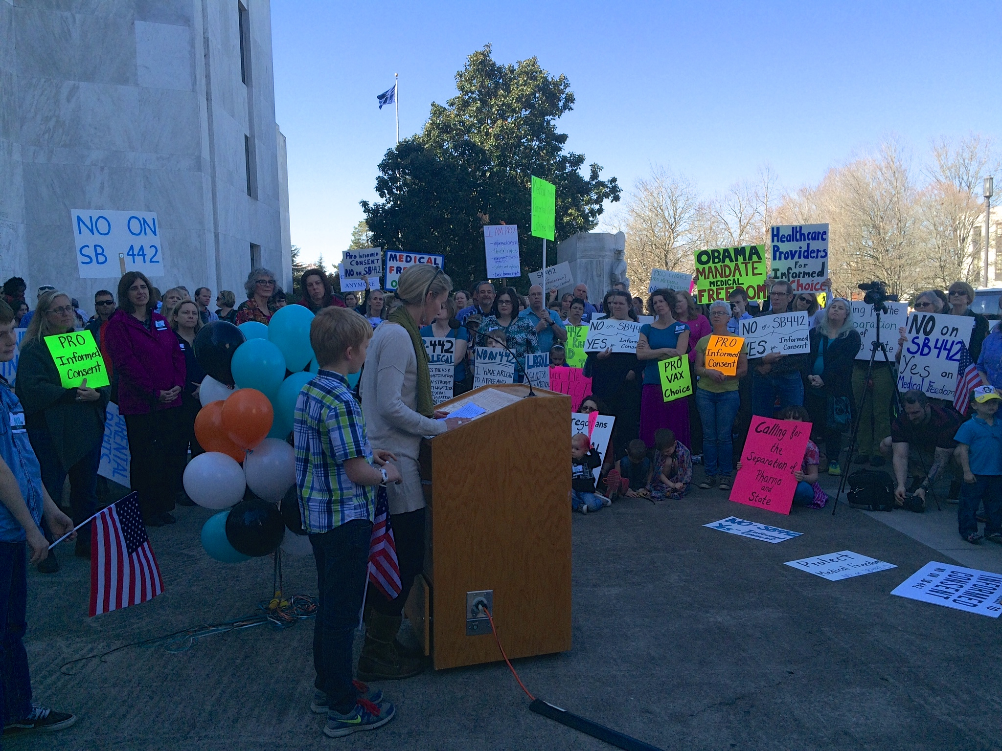 Anna Houppermans, a mom of three and third generation Oregonian, speaking in favor of medical freedom