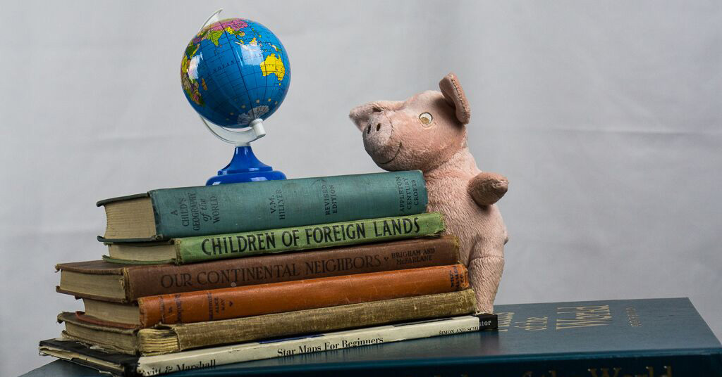 Rufus LeRoy Williams III is a pig who wants to go to Mars. Read Rufus Blasts Off to find out how he gets there. Via JenniferMargulis.net