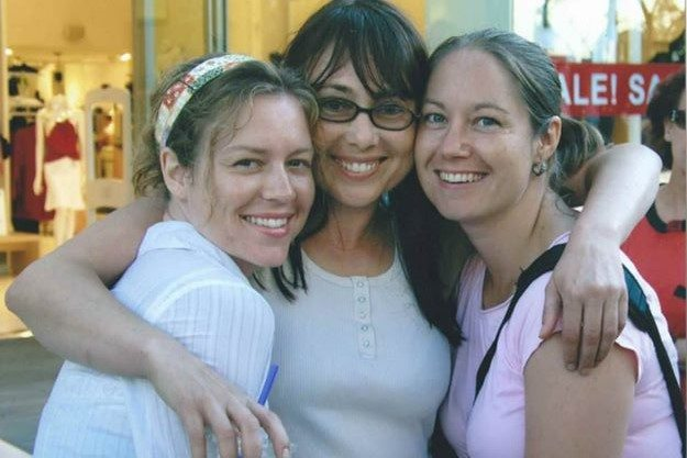 Tsara Shelton with her sister and mom, Lynette Louise, also known as The Brain Broad